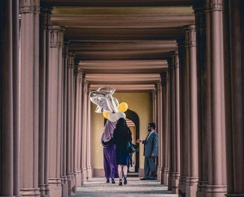 Schloss Schwetzingen - Moschee - Brautpaar mit Ballons - Hochzeitsfotografie - Tim Wullbrandt