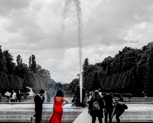 Red dress - Schlosspark Schwetzingen - Tim Wullbrandt